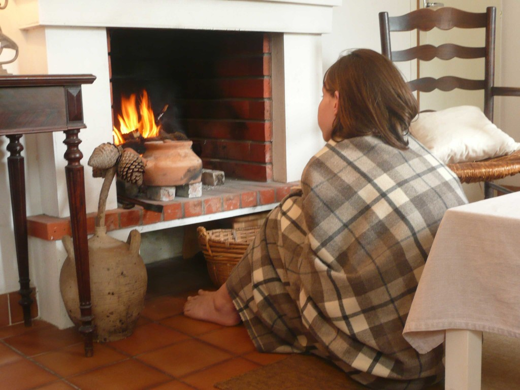 hygge_cocooning_cheminee-plaid_Atouslesetages