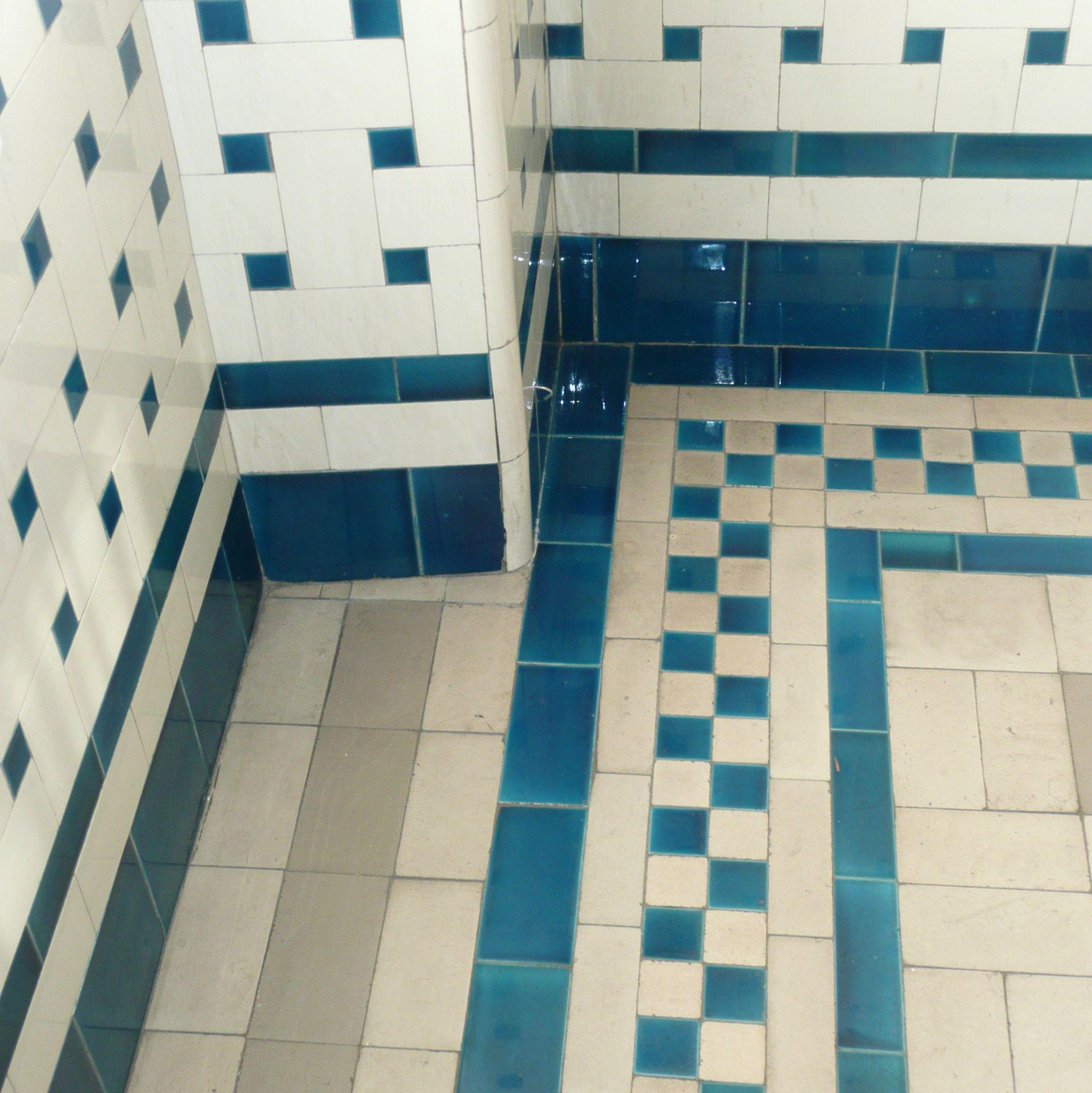 Les salles de bains du mus e nissim de camondo for Faience bleu turquoise salle de bain