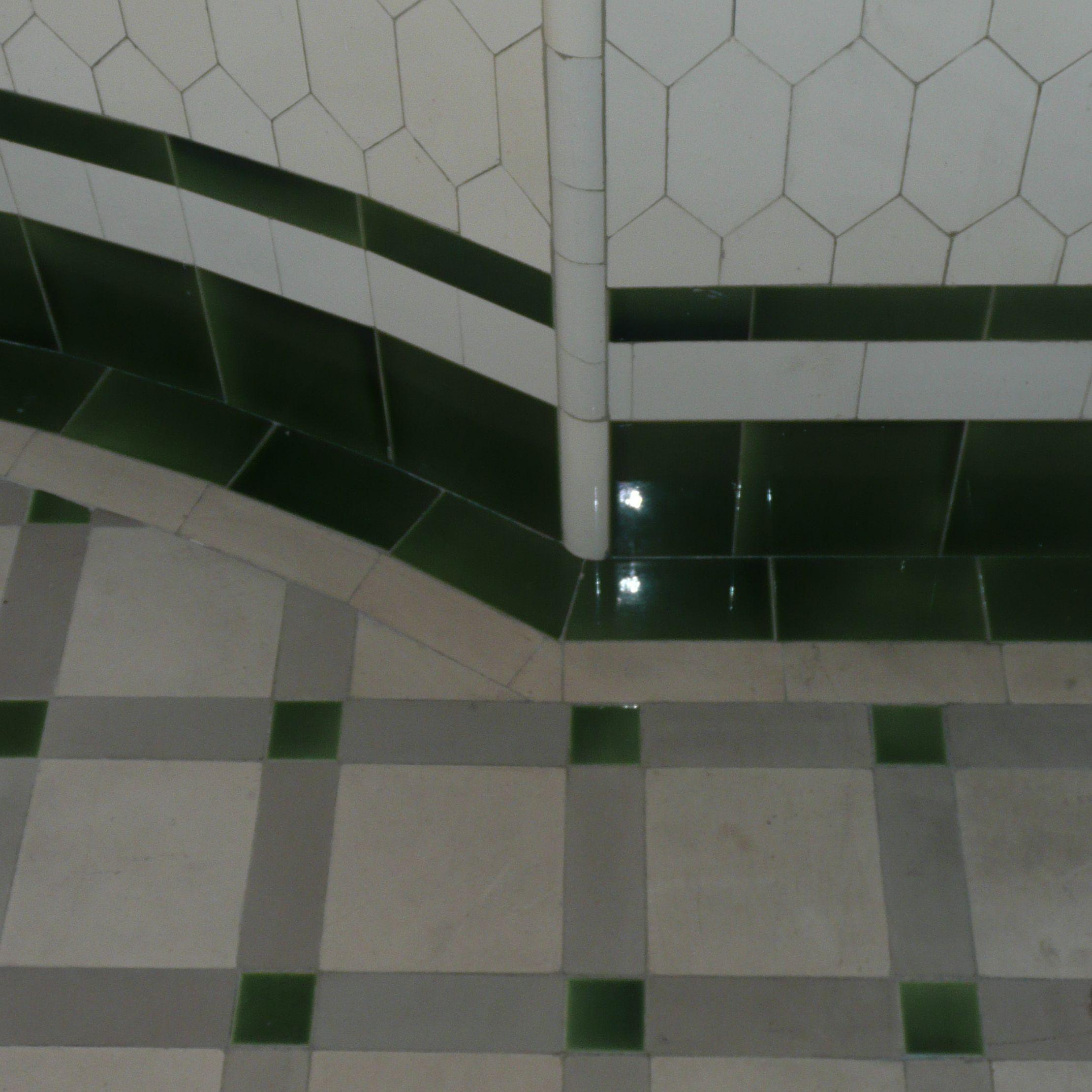 Faience Vert Bouteille : Les salles de bains du musée nissim camondo