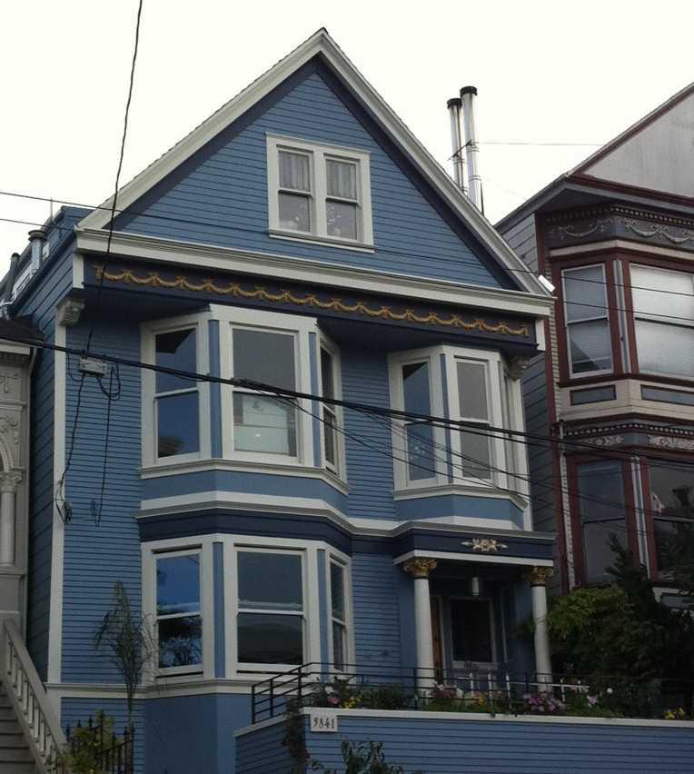 c 39 est une maison bleue