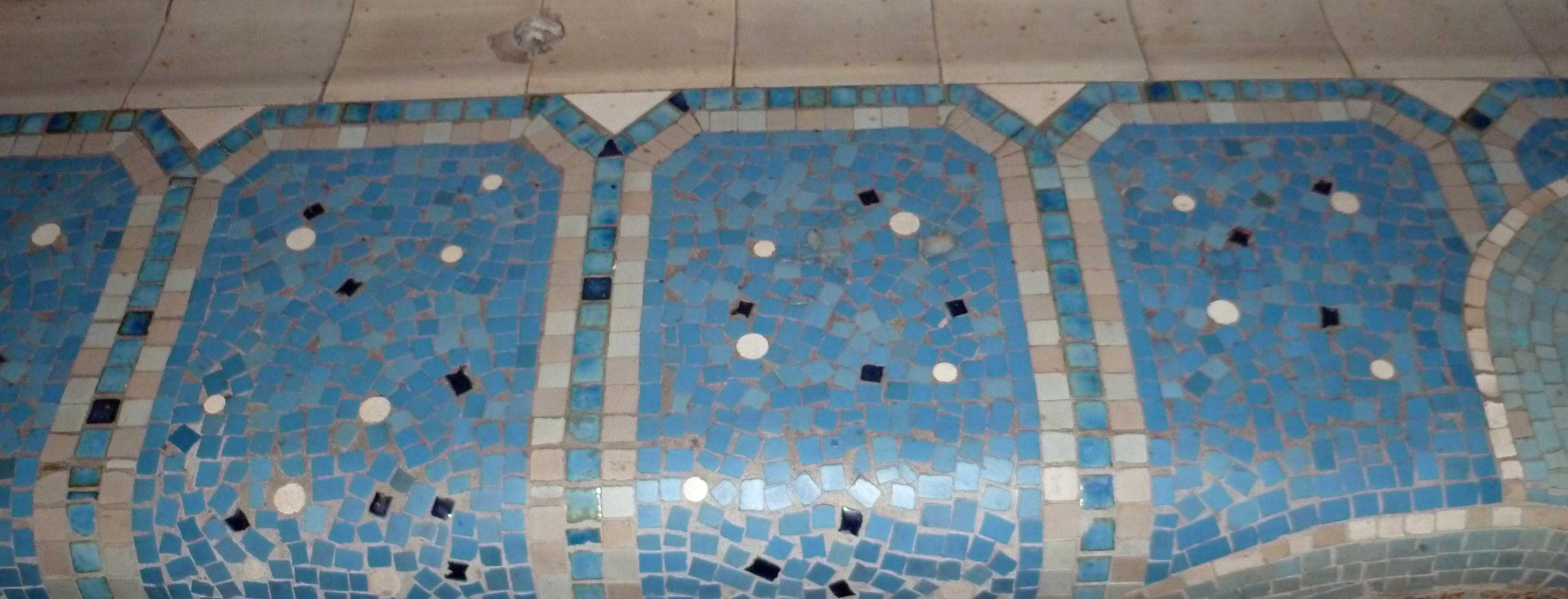 Bains douches la piscine de roubaix for Piscine design mosaique