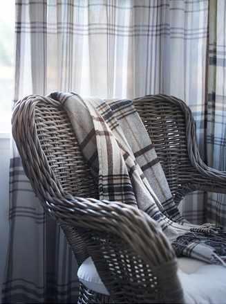 Plaid Ikea Hermine sur fauteuil