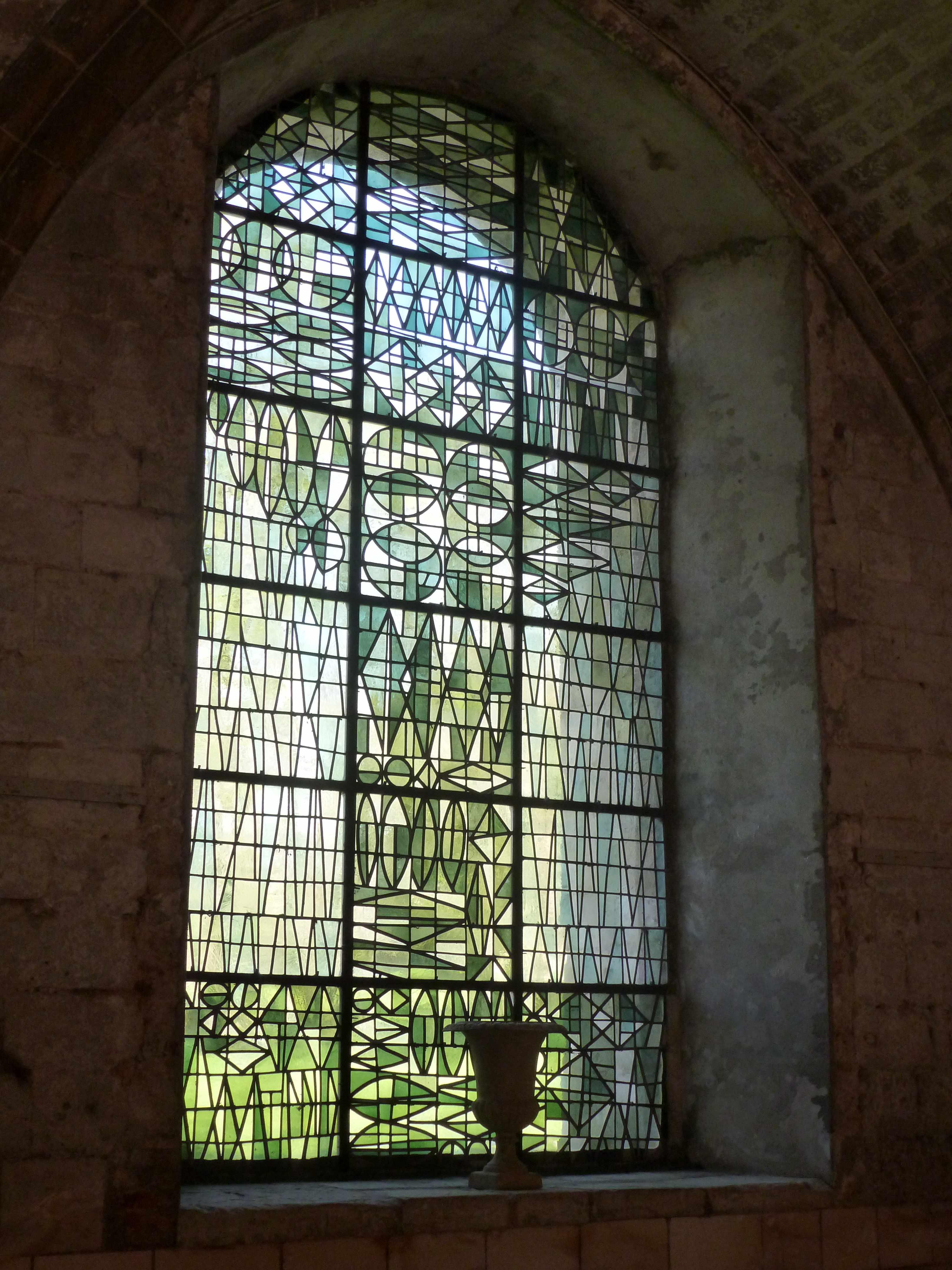 Abbaye Vaucelles salle capitulaire vitrail arbre