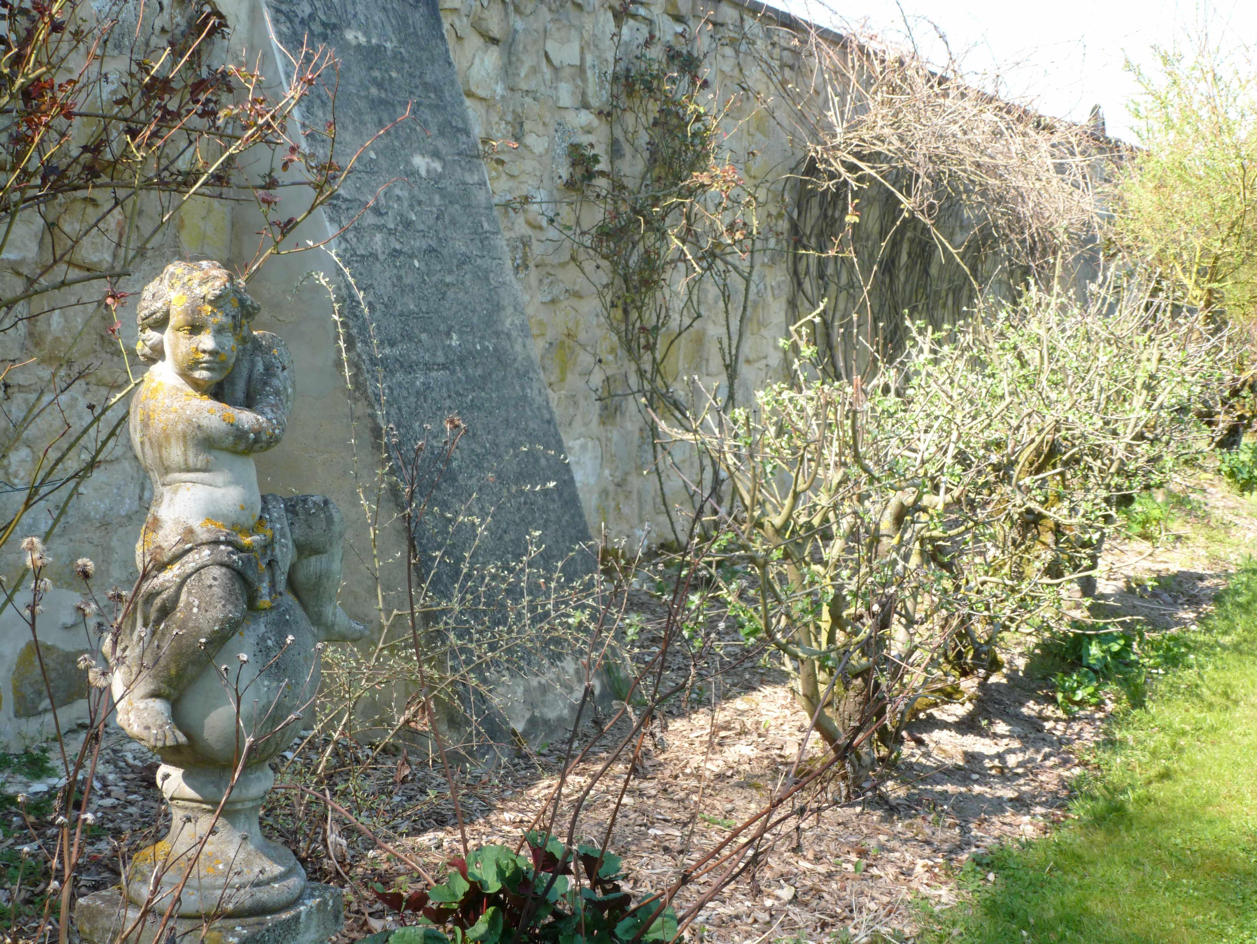 Abbaye Vaucelles ange jardin