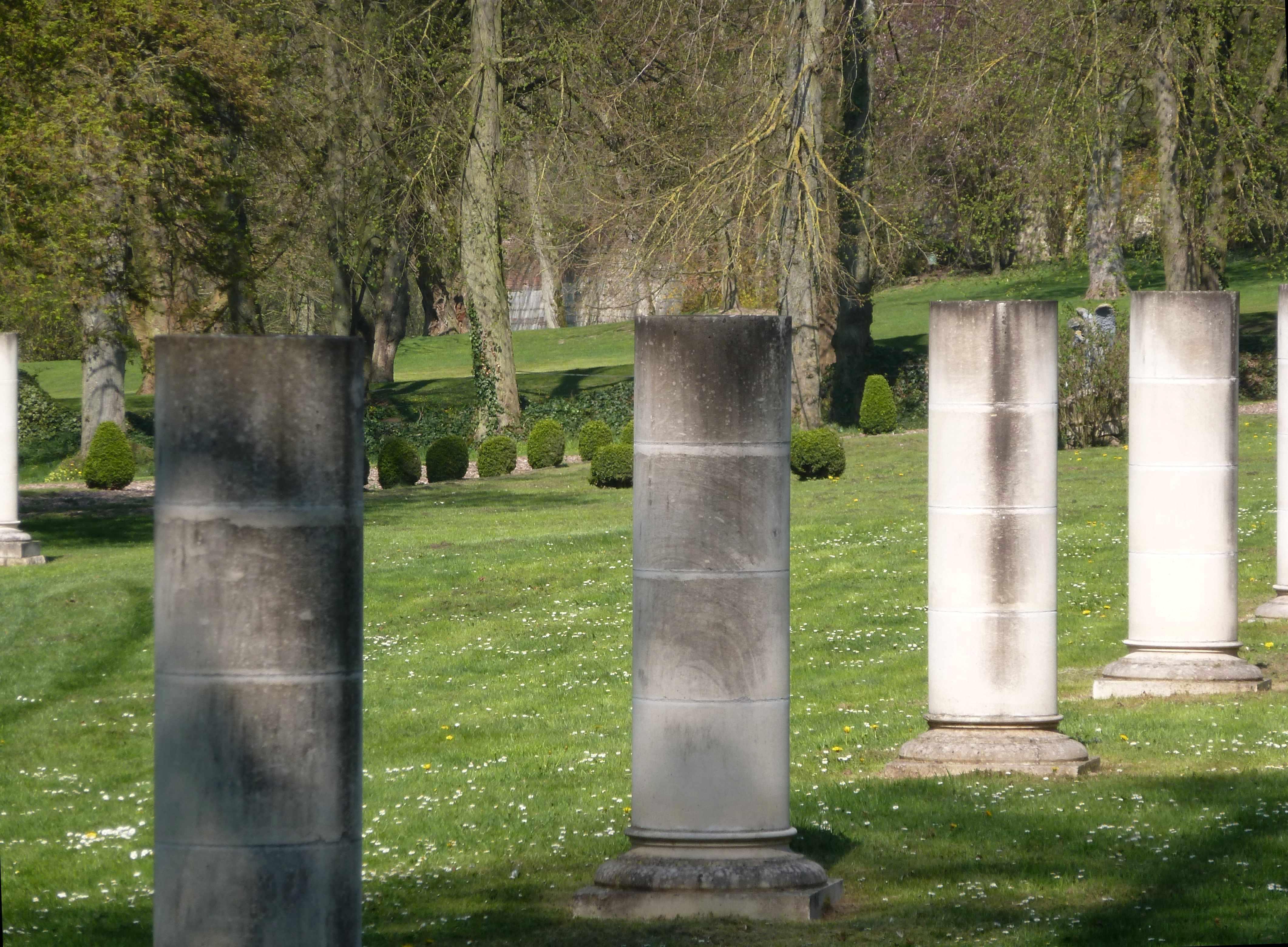 Abbaye Vaucelles colonnes et buis