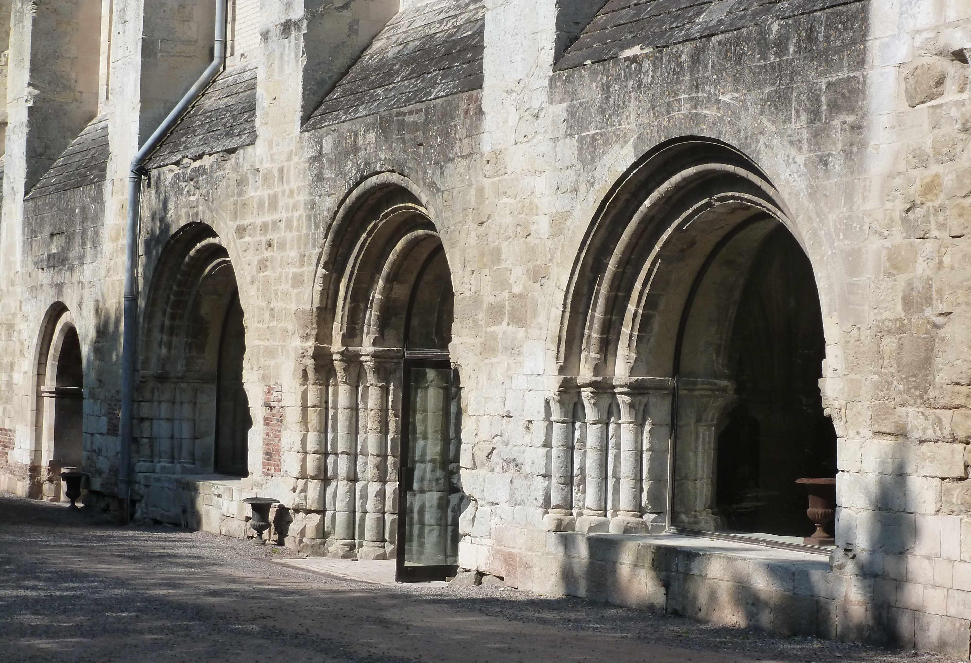 Abbaye Vaucelles salle capitulaire exterieur