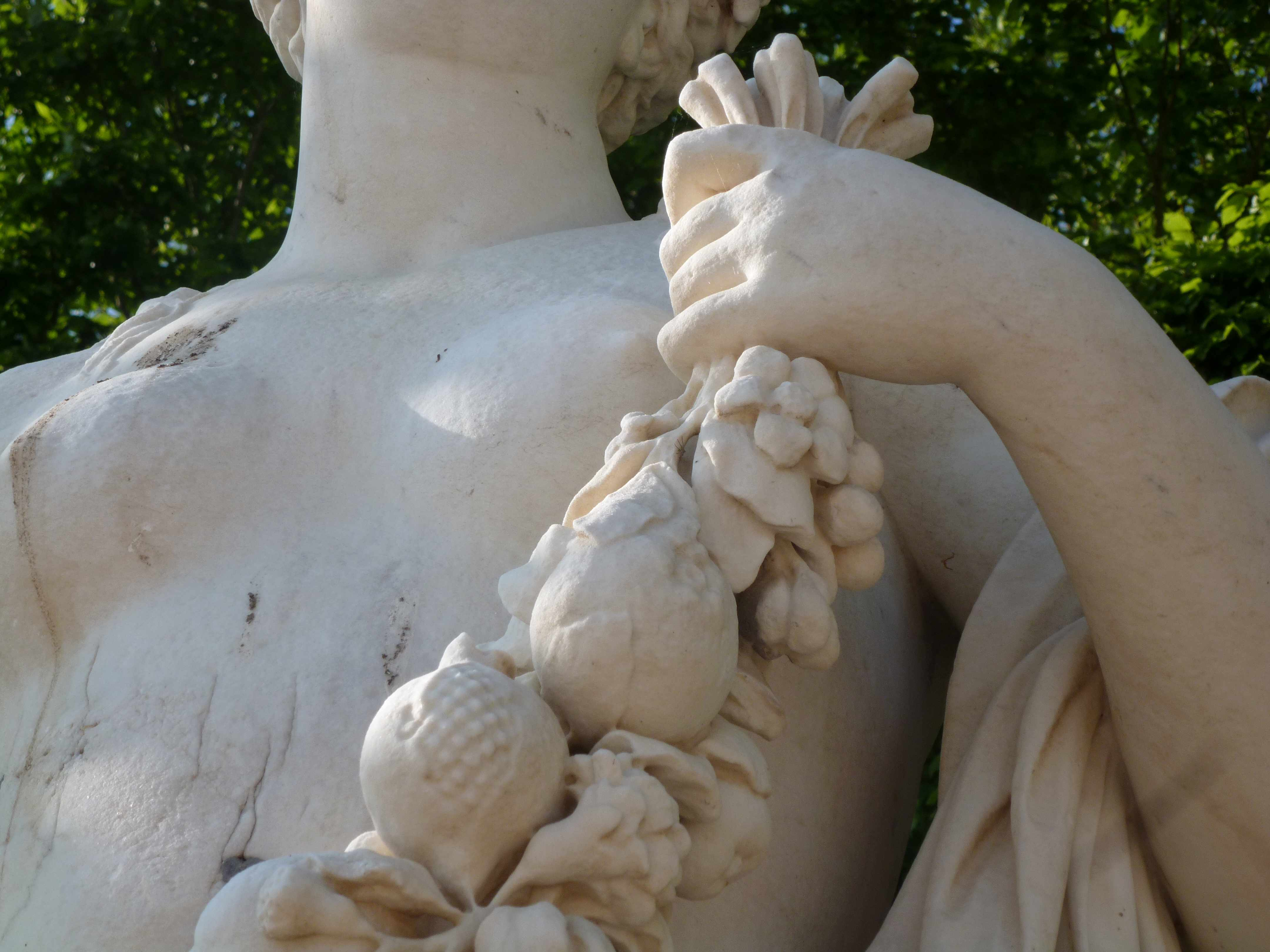 Versailles 05-2013 statue guirlande fruits