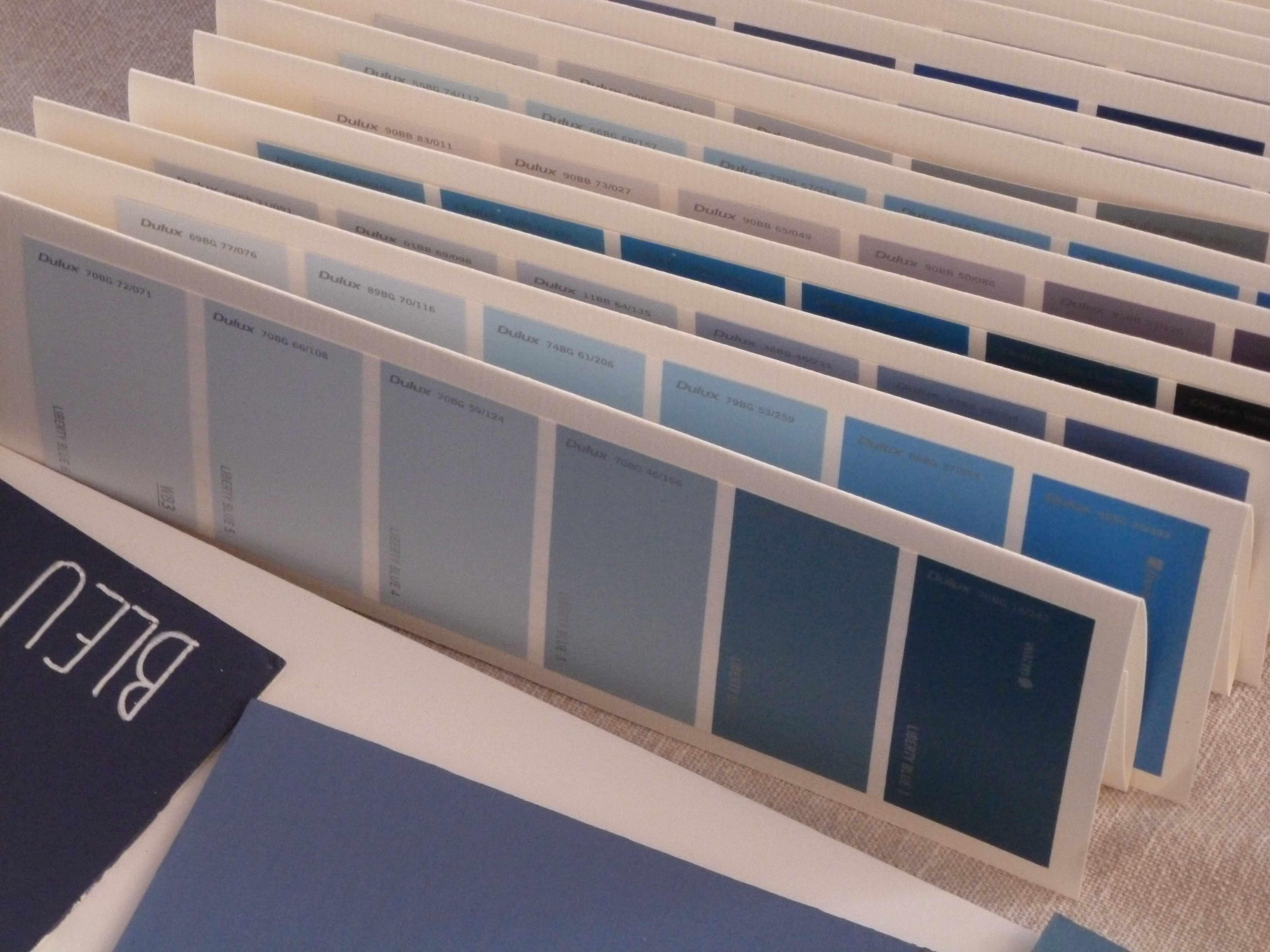 A-W marque-place nuances peinture bleu