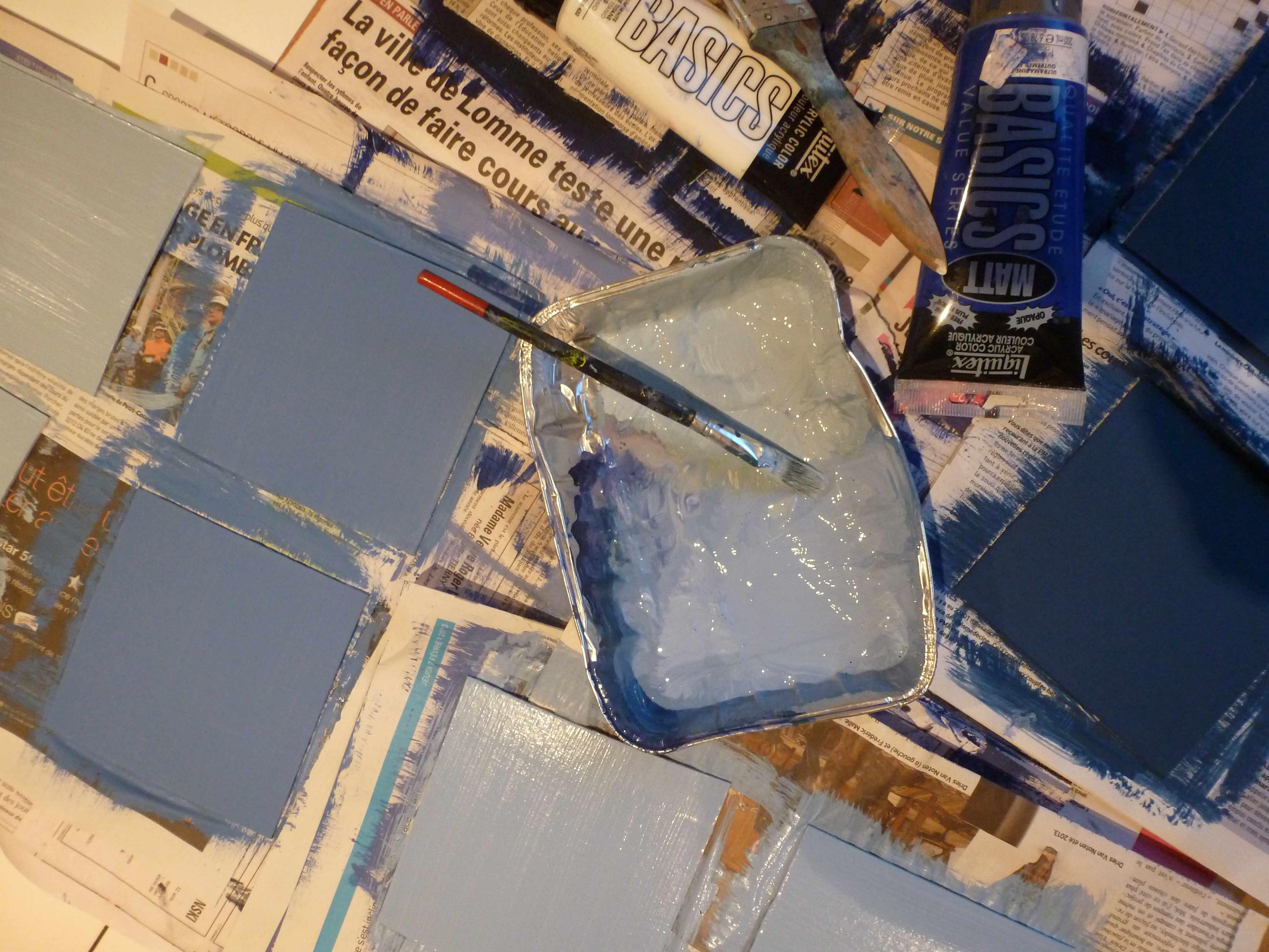 A-W peinture carres bleus marque-table