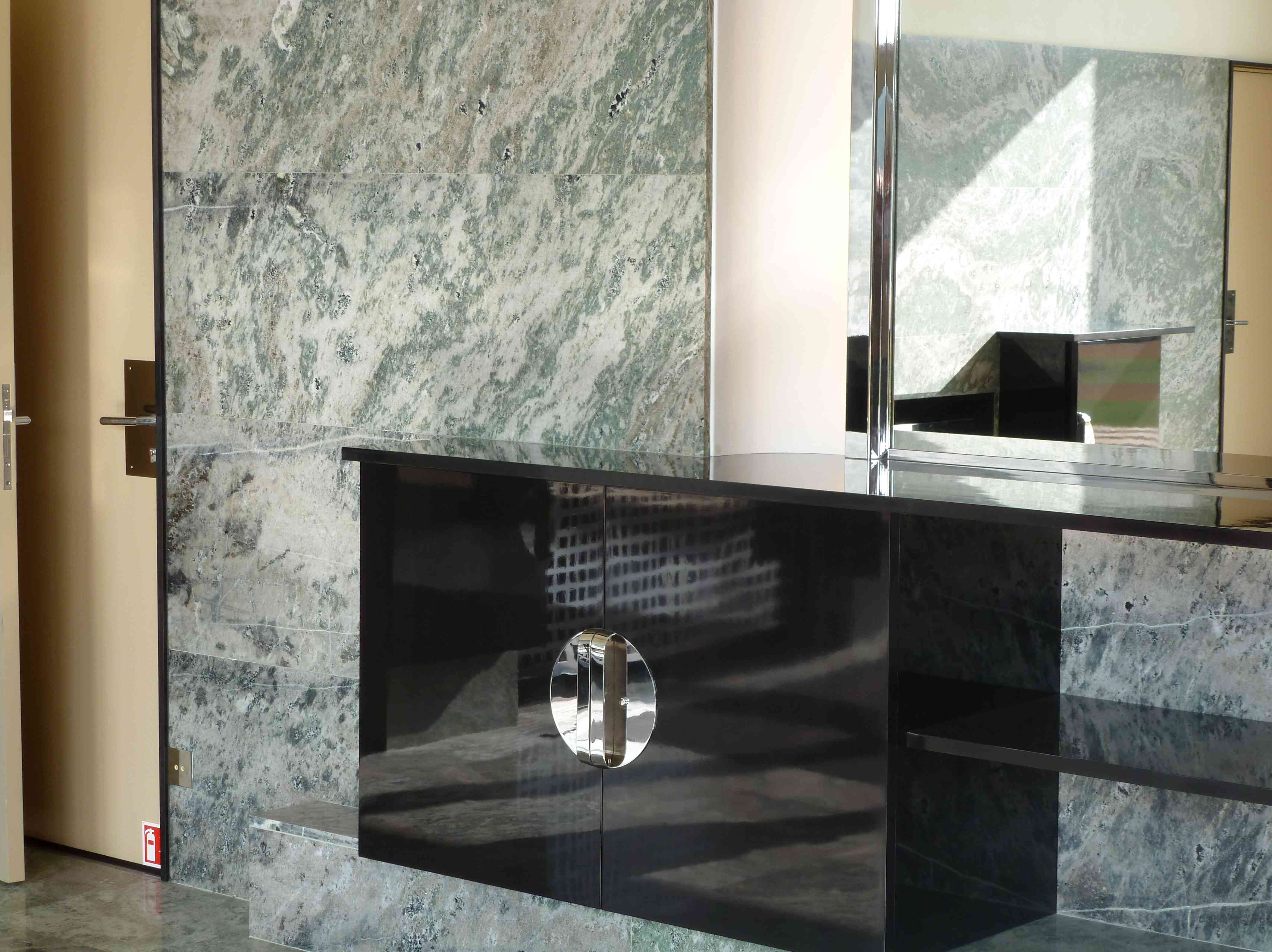 Villa Cavrois Croix 09-2013 salle-a-manger marbre miroir