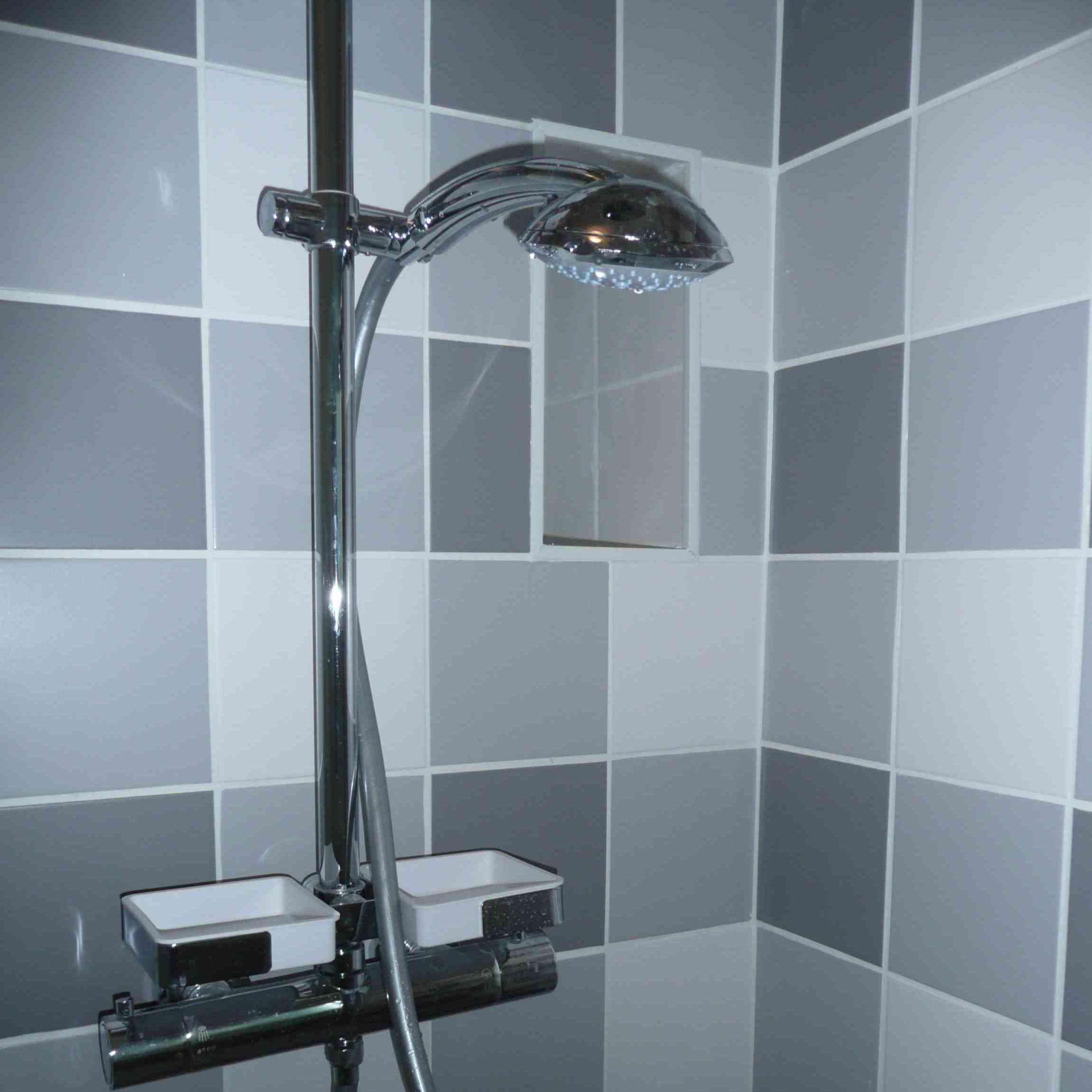 1 an, 3 salles de bain (3) : gris et blanc
