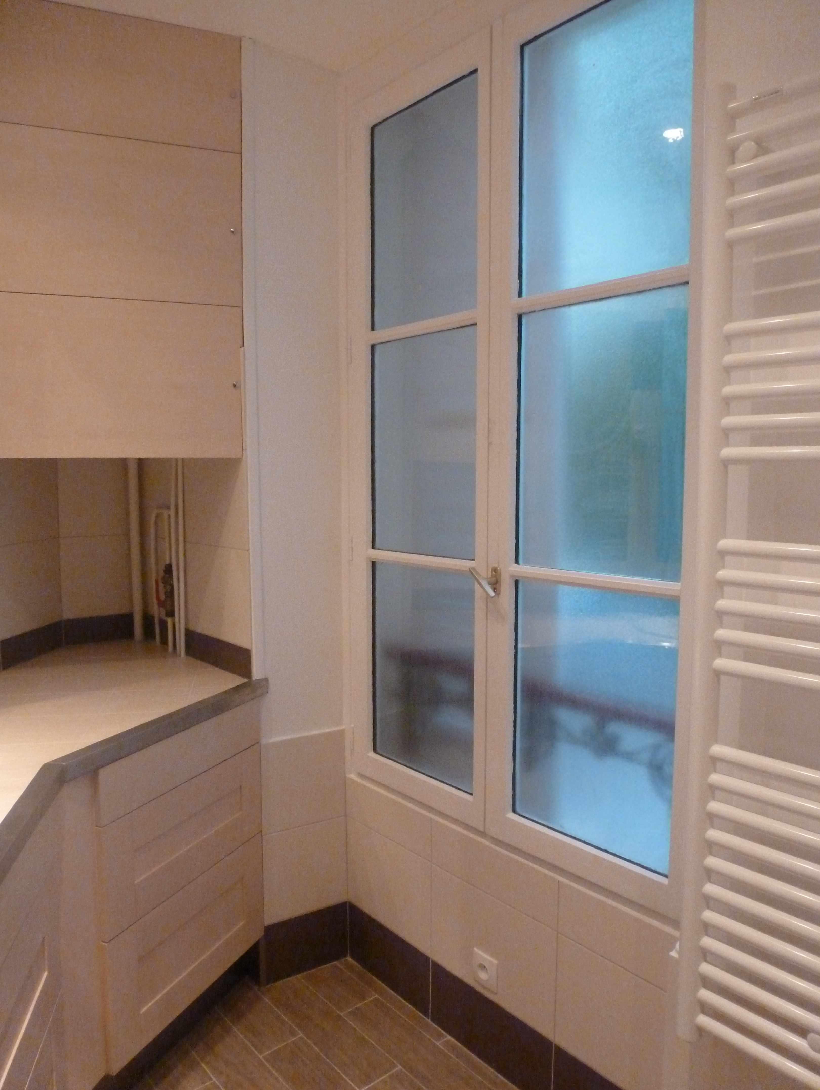 Salle de bain sol carrelage imitation parquet