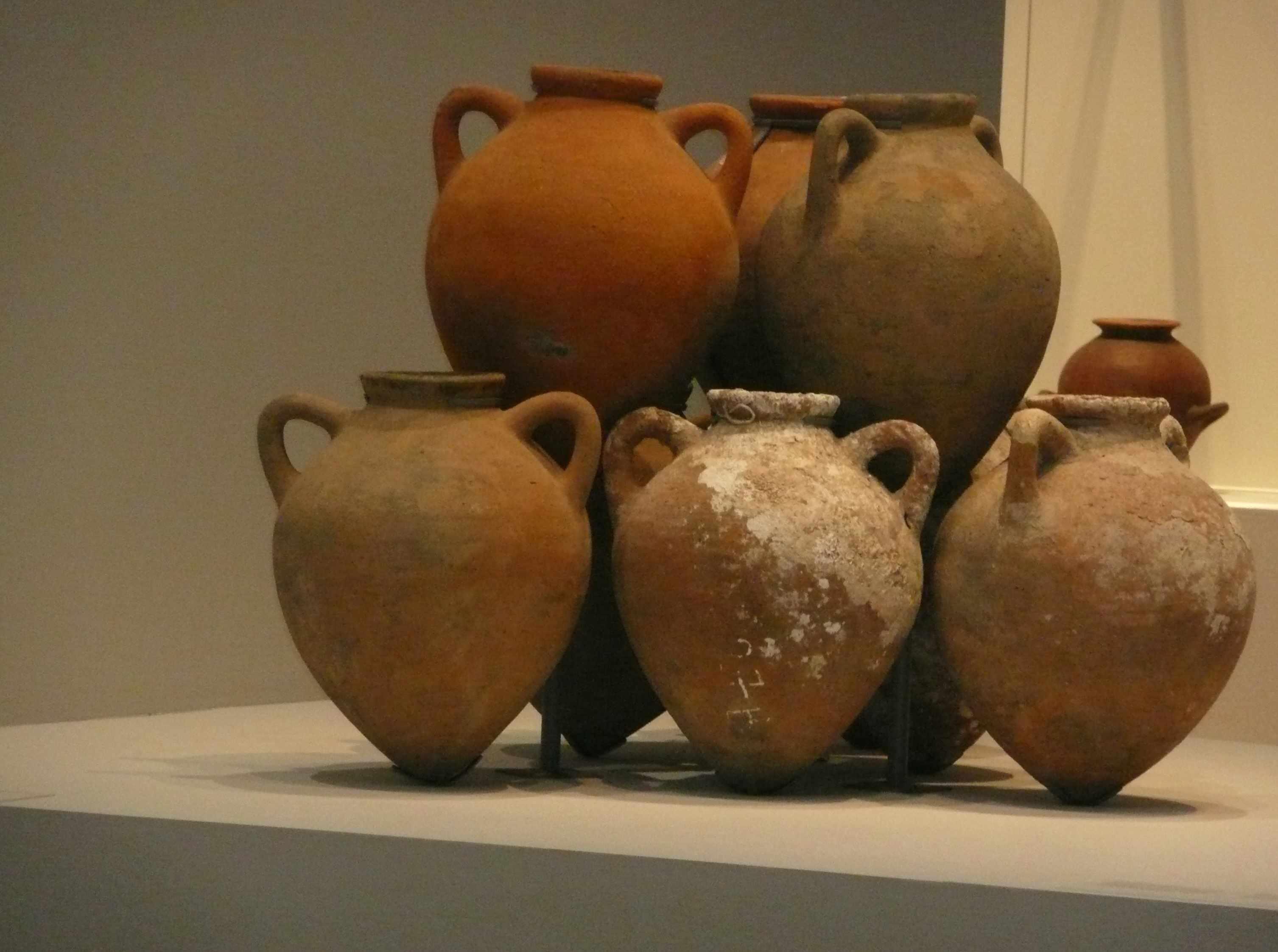 9 amphores 5eme-s-AC Expo-Etrusques-Louvre-Lens-2014