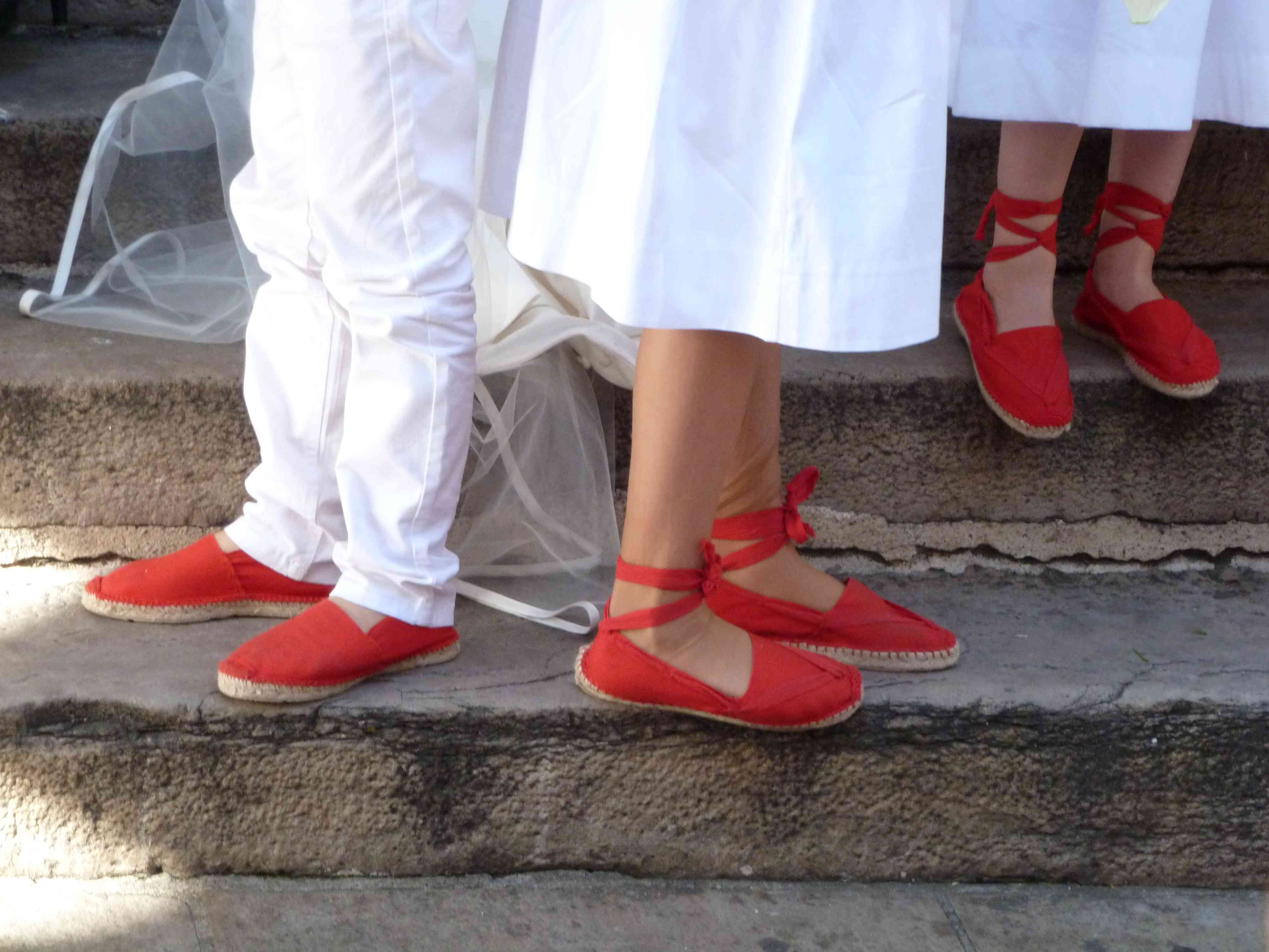 Mariage basque 10-2013 espadrilles rouges