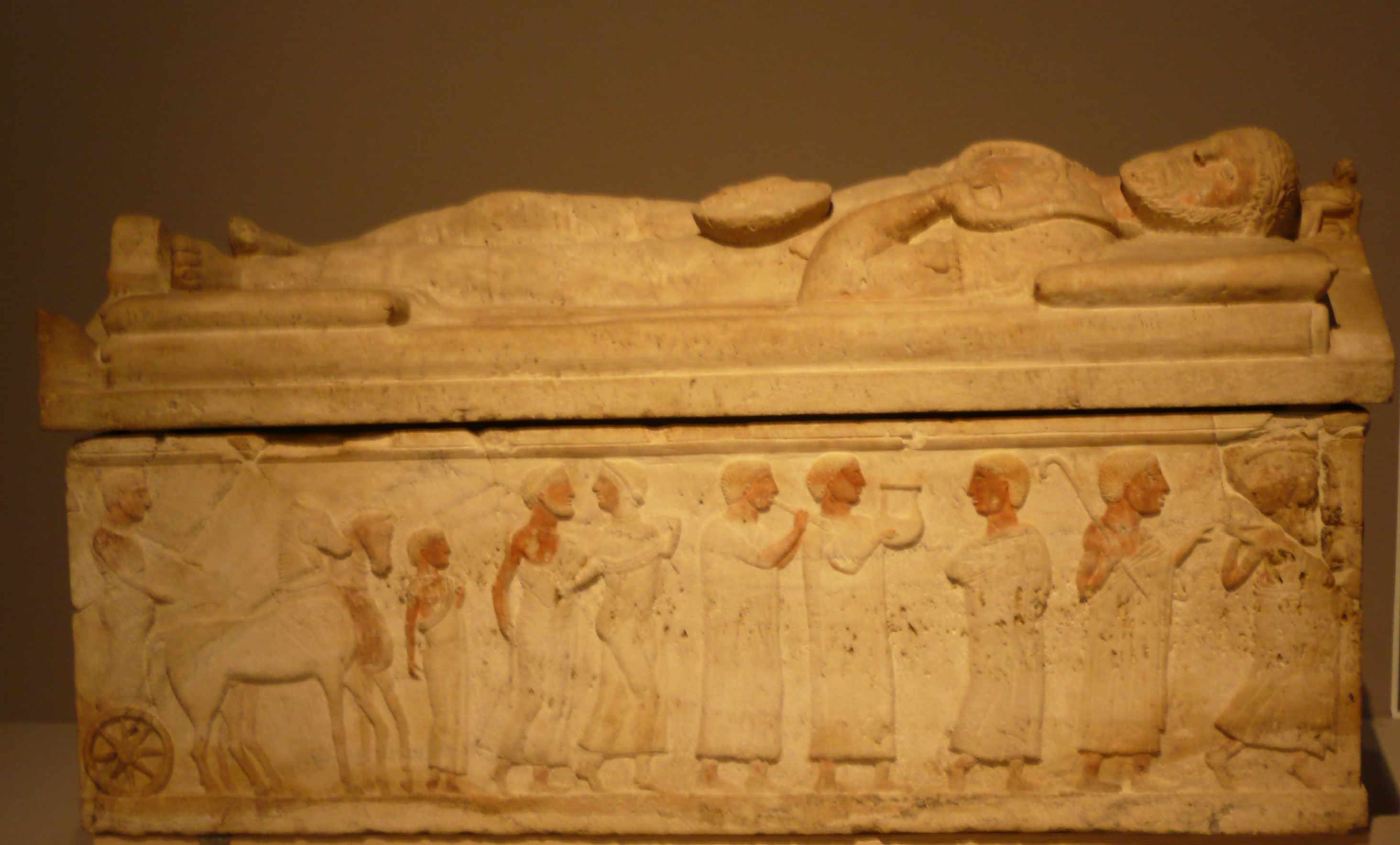 Sarcophage du magistrat 4eme-s-AC Expo-Etrusques-Louvre-Lens-2014