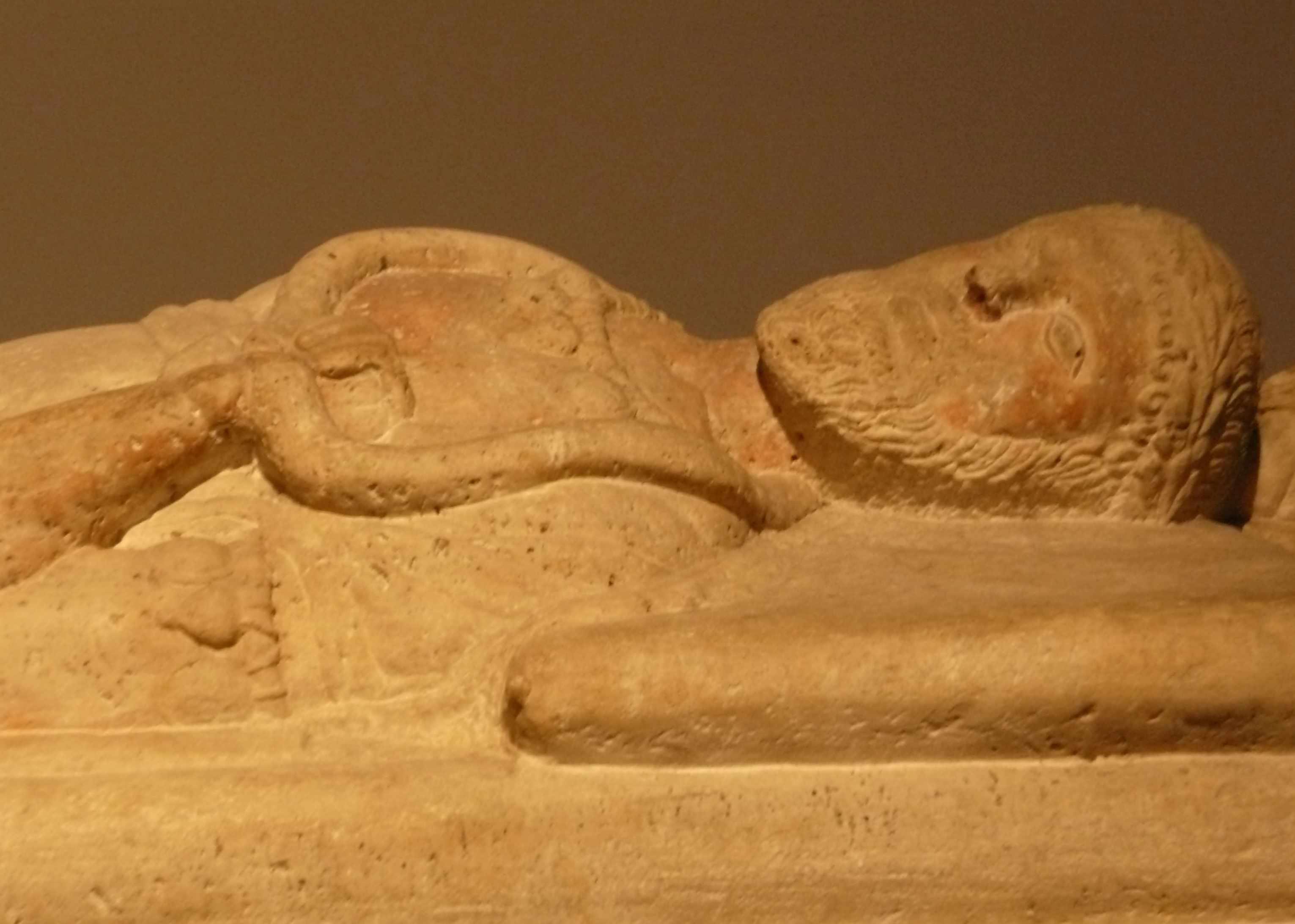 Sarcophage du magistrat visage 4eme-s-AC Expo-Etrusques-Louvre-Lens-2014