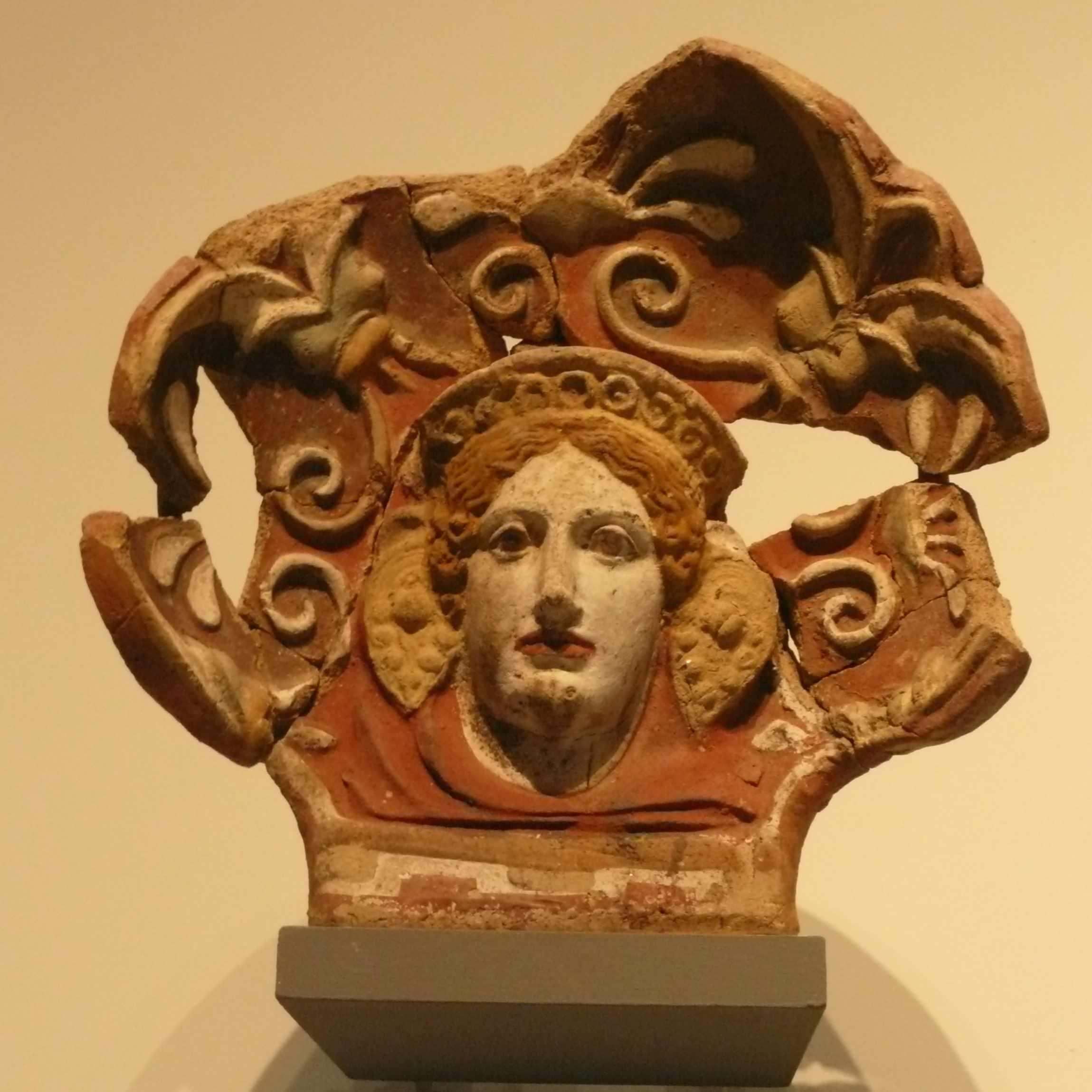 Visage femme Expo-Etrusques-Louvre-Lens-2014