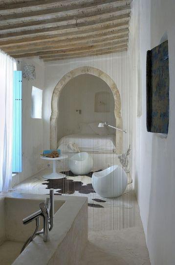 salle de bain Afrique du Nord avec lit dans alcove