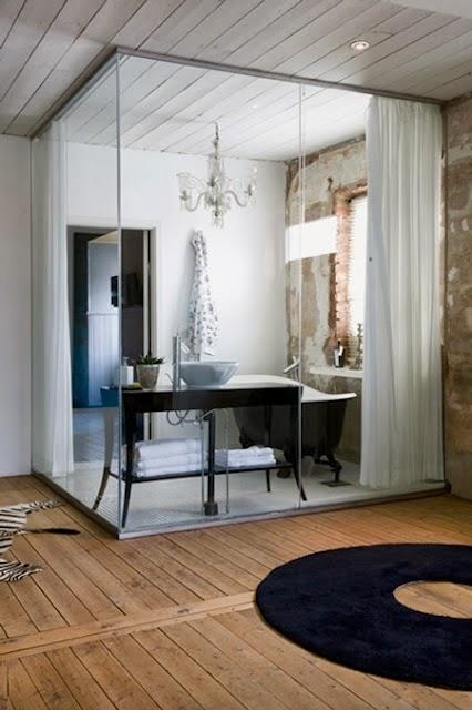 Salle de bain cloison verre et rideaux Hege in France via Nat et Nature