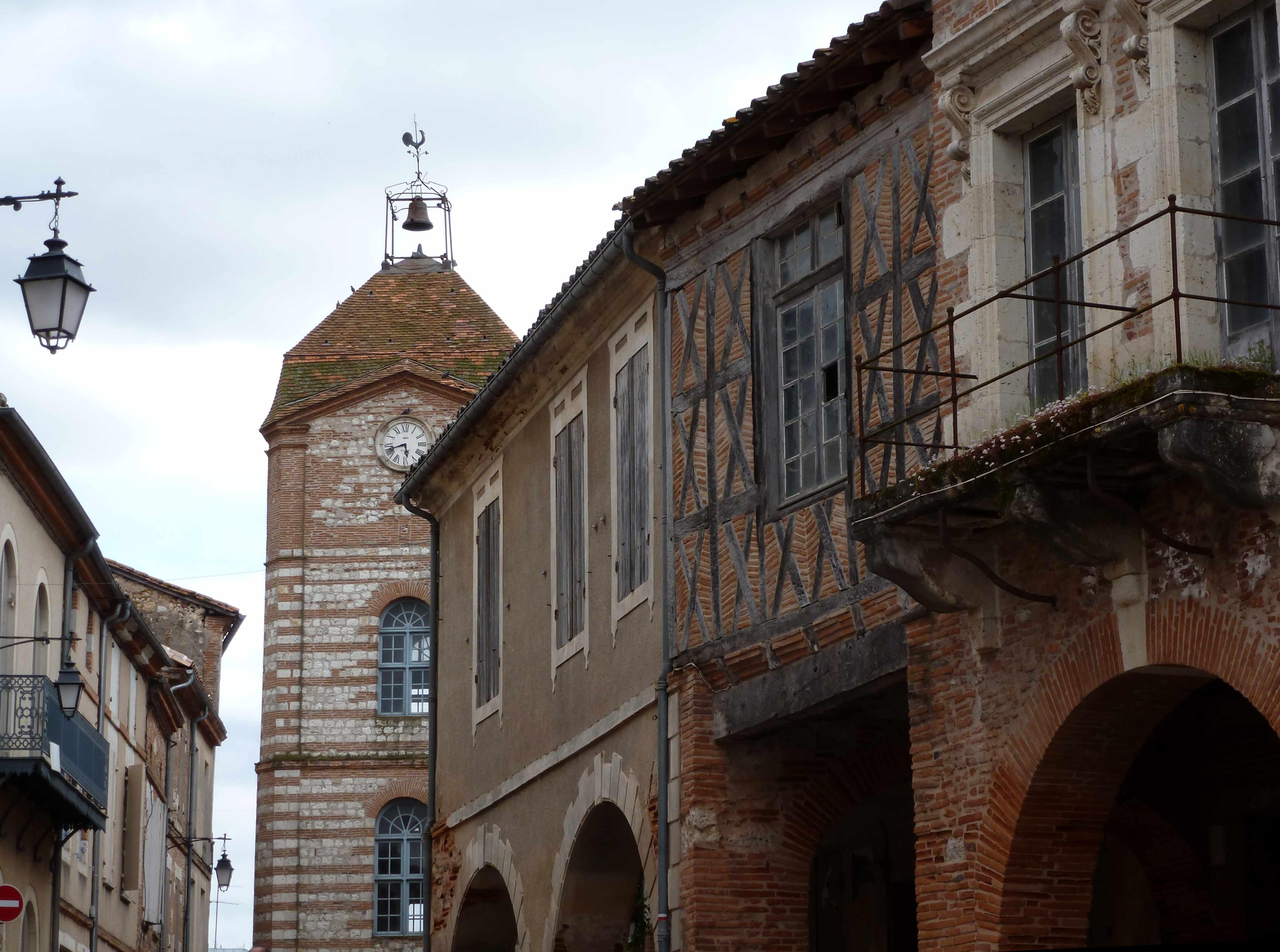 Auvillar-tour-de-l-horloge-2014-05