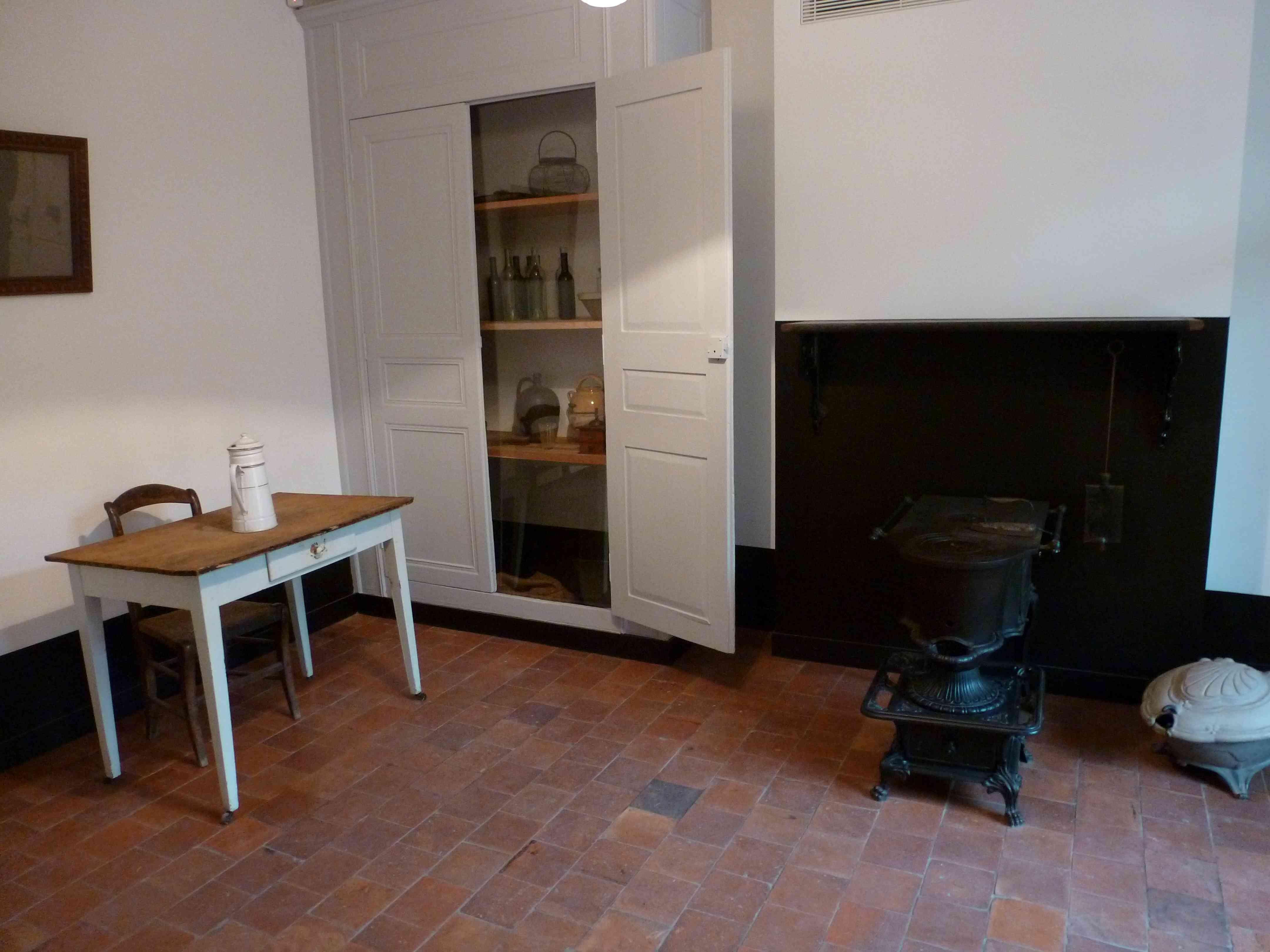 Familistere de Guise salle cuisine poele Godin