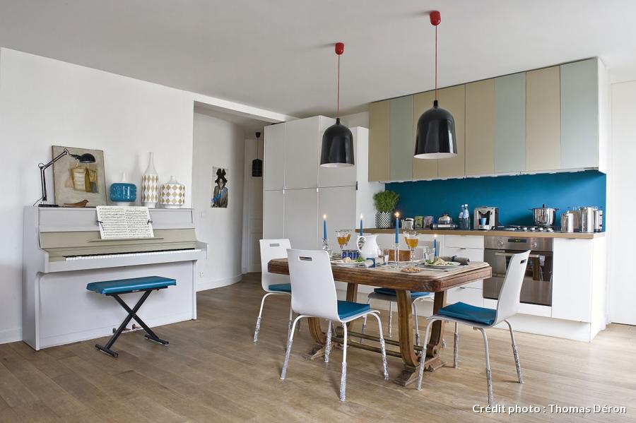cuisine-ouverte-credence-turquoise-Maison-créative