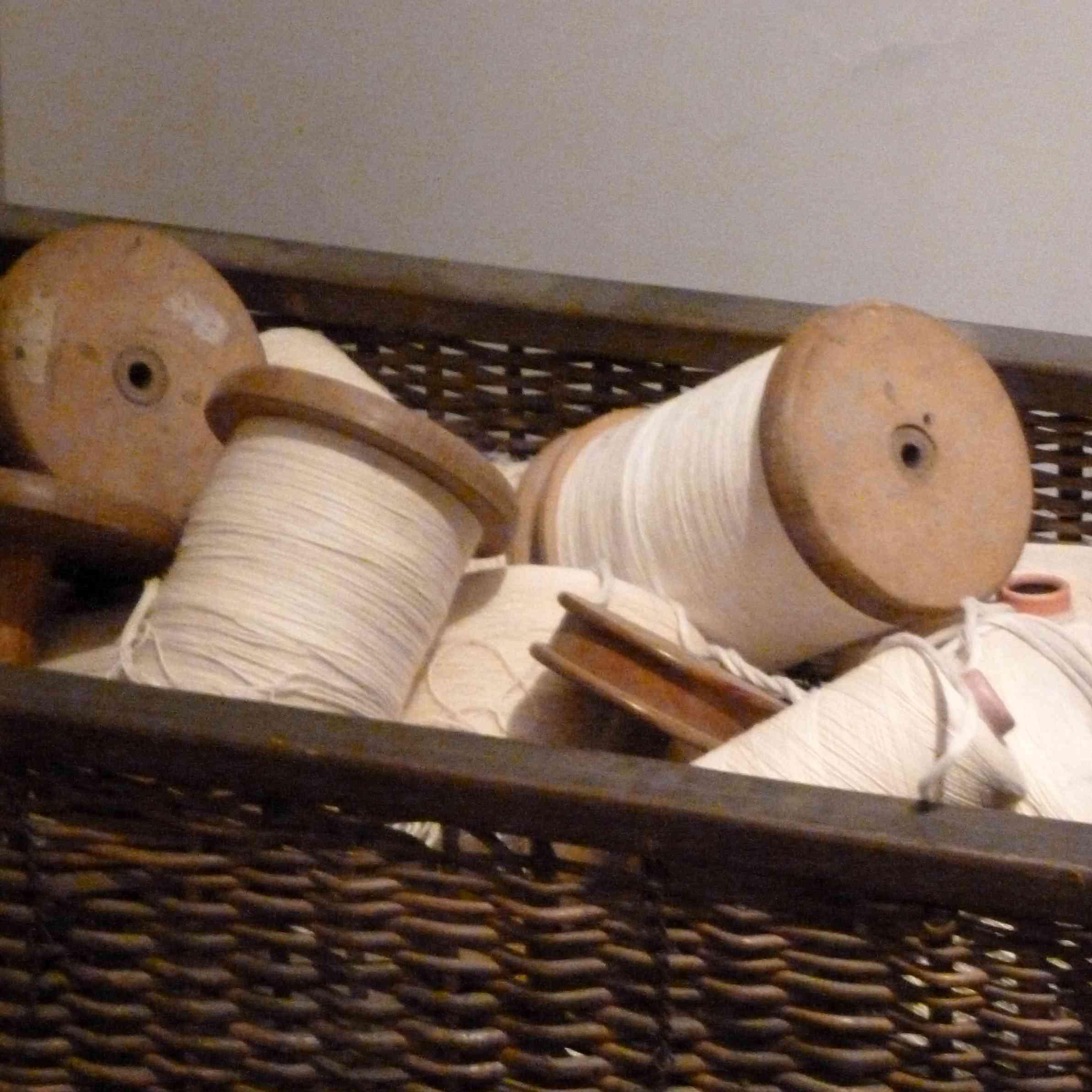 industrie-textile-bobines-dans-panier-Guise