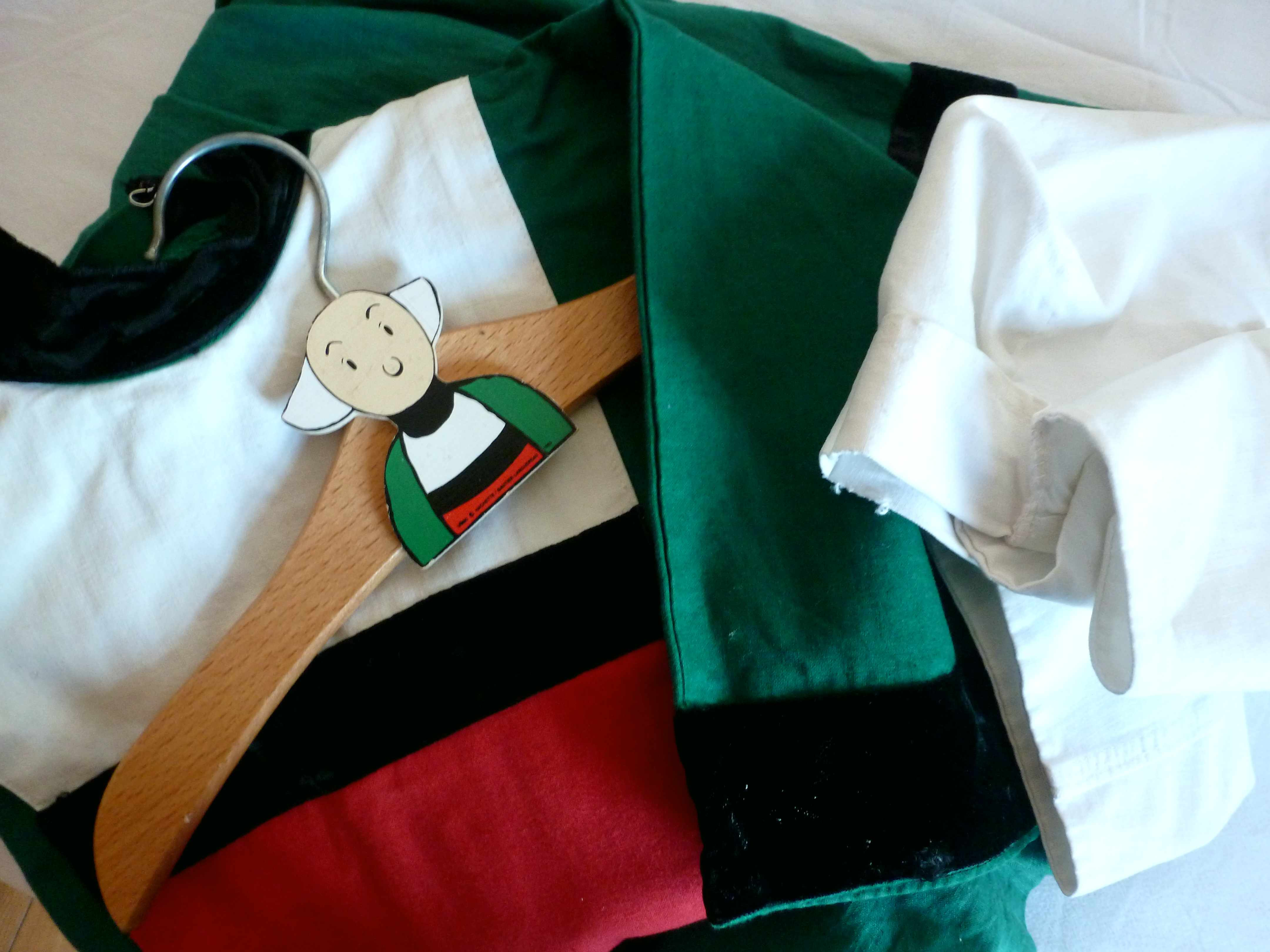 costume et cintre Becassine