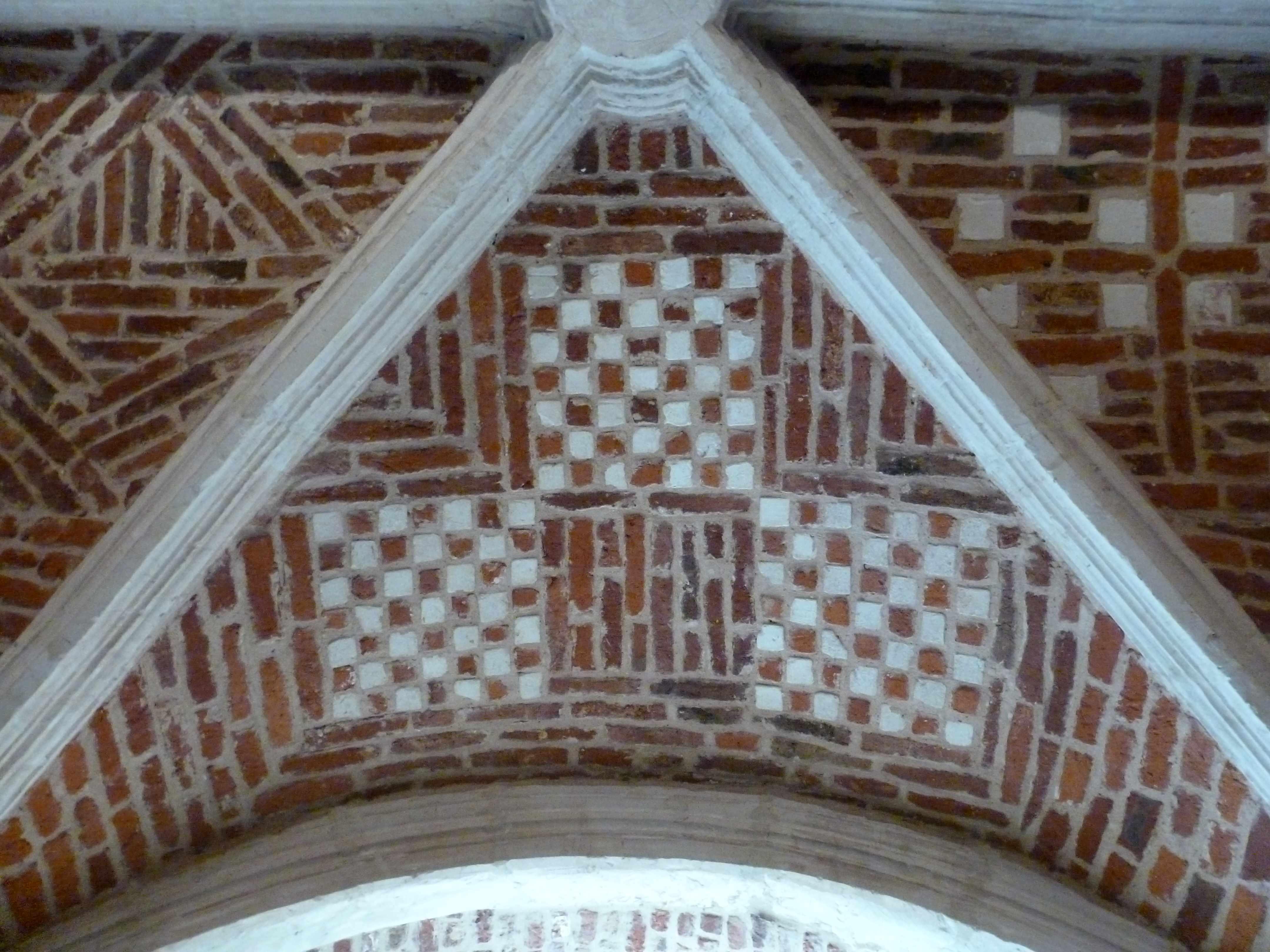 Lille Couvent minimes decor geometrique briques voute cloitre (1)