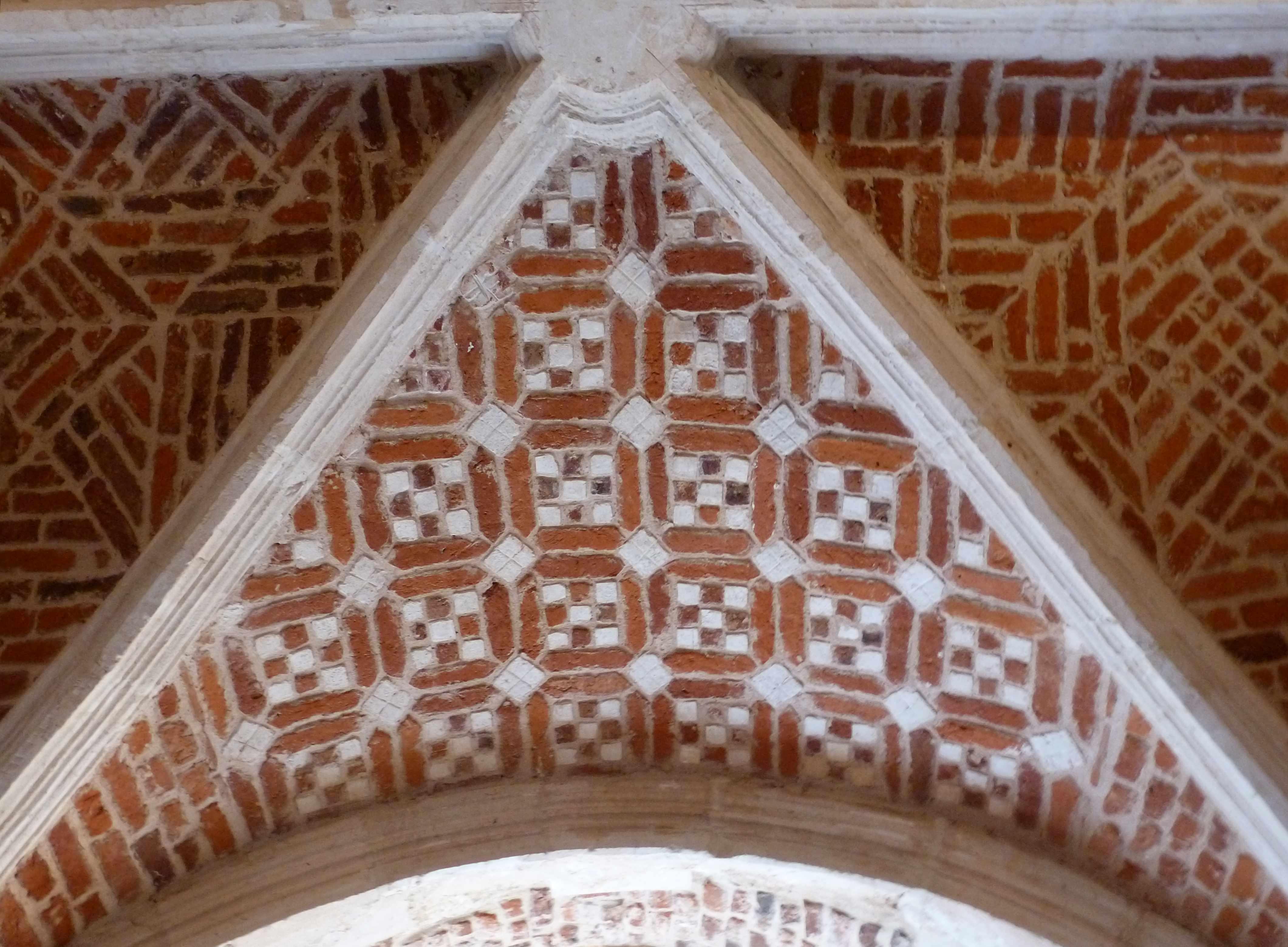 Lille Couvent minimes decor geometrique briques voute cloitre (2)