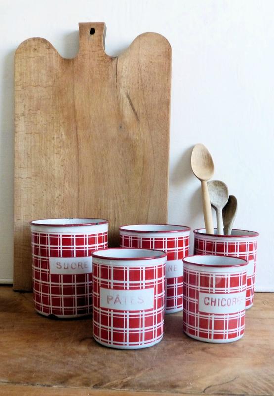 pots cuisine carreaux rouges Nain-de-jardin