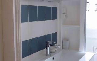 Rénovation de salle de bain couleurs blanc bleu