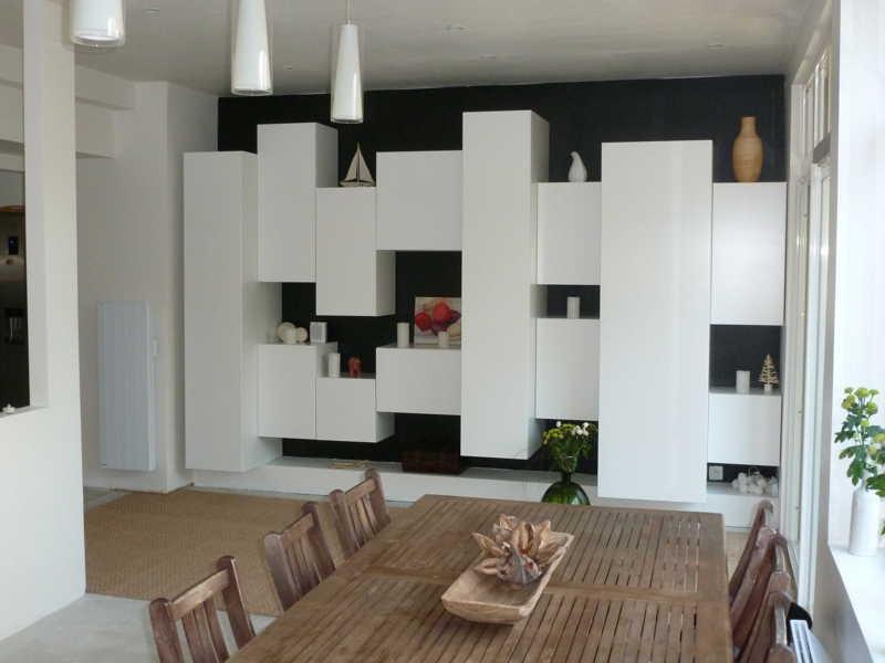 Mur de rangement dans une extension de maison for Rangement de maison