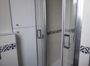 11-sdb-apres-travaux-placard-et-douche