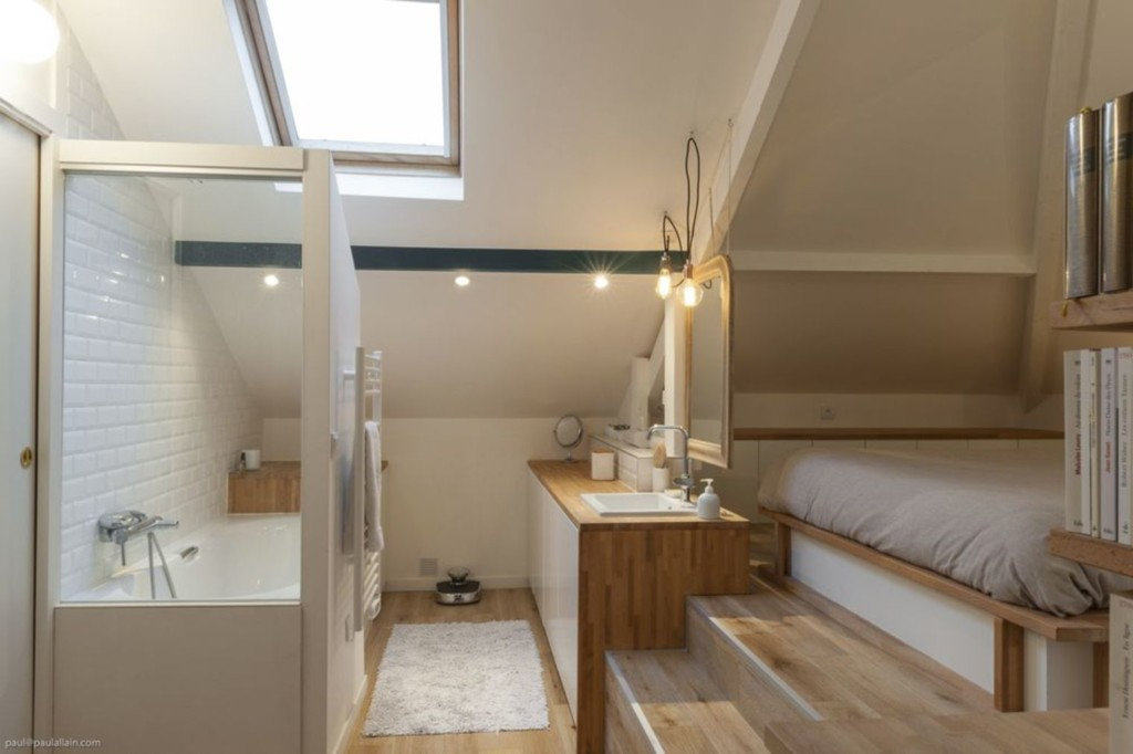 seules-quelques-marches-separent-la-salle-de-bains-de-la-chambre_4889943_paul-allain_cote-maison