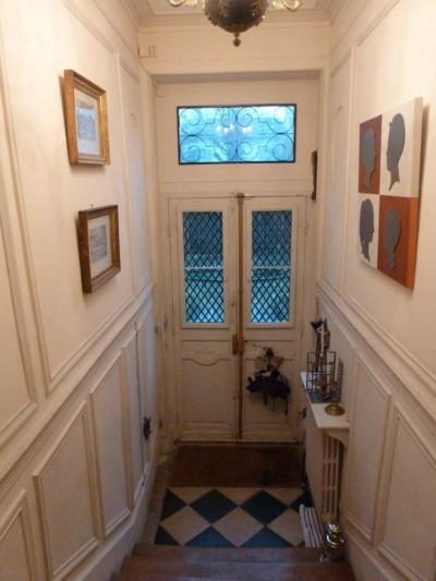 L'entrée vue du haut de l'escalier avant rénovation