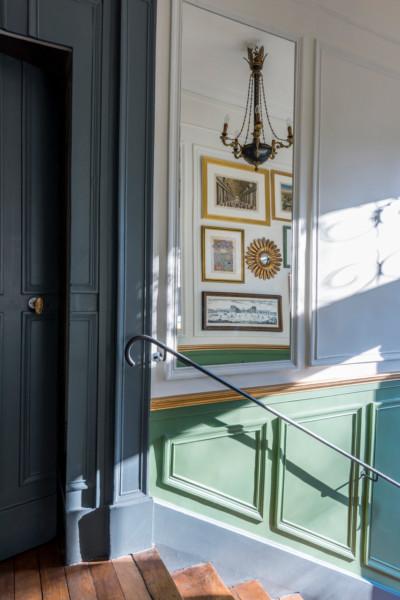 Jeux de miroirs dans l'entrée après rénovation