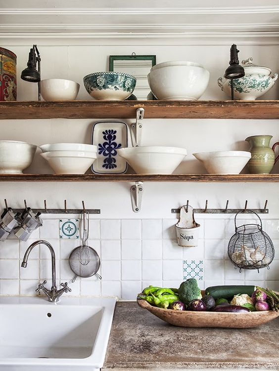 kitchen open shelves vintage-house-blogspot-co-nz