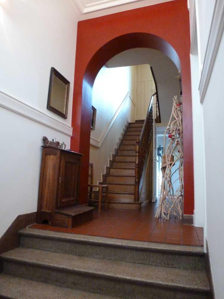 Entree_Lille_escalier_granito_arche_rouge