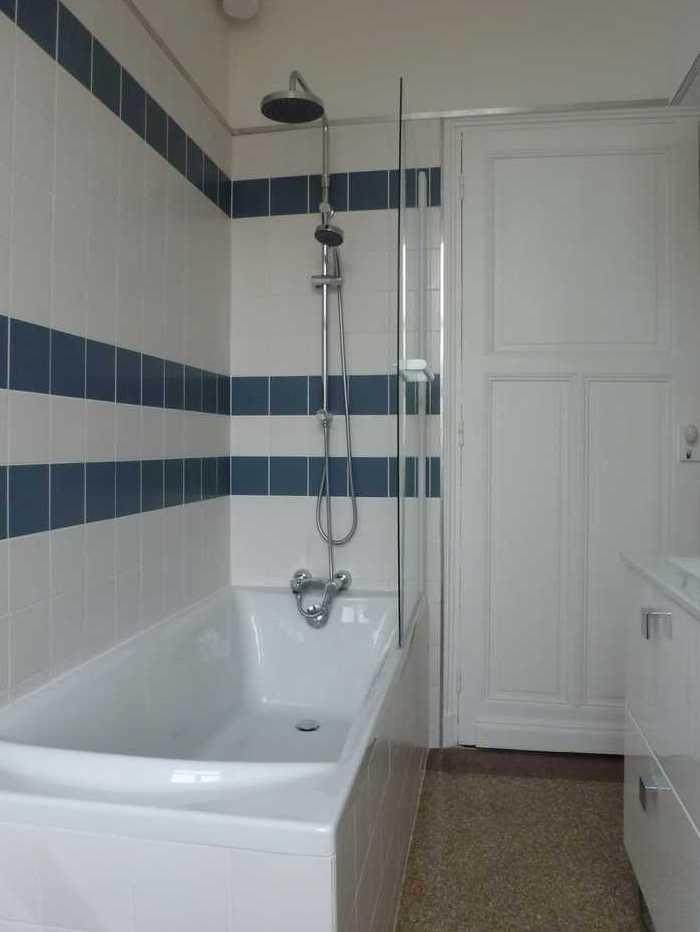Salle de bain sol granito-terrazzo