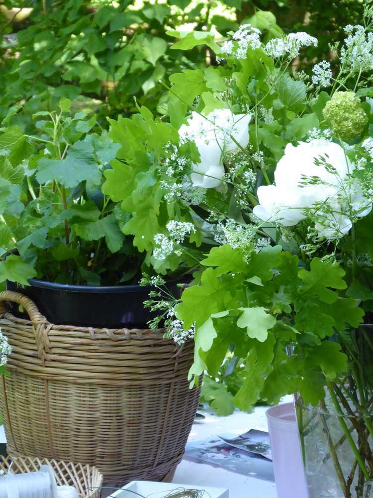 bouquet-blanc-pivoines-ombelles_The-au-chateau_M-P-Faure_2017-05_Laure-Mestre_conseil-deco-A-tous-les-etages