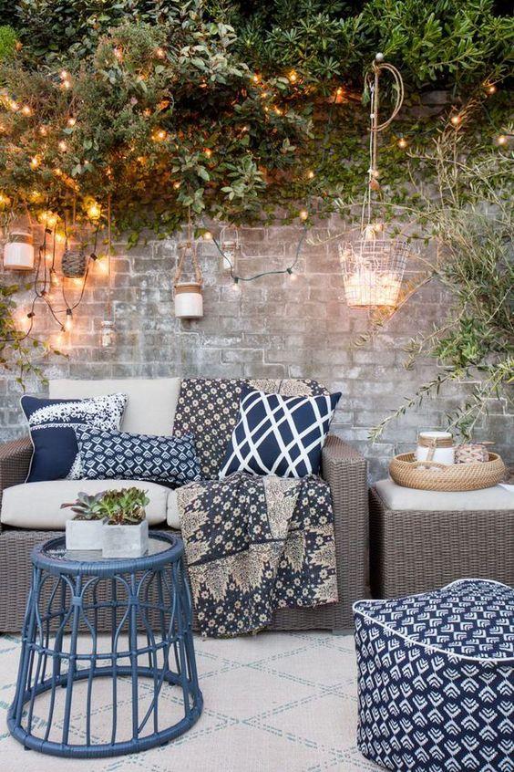 canape-exterieur-coussins-bleus-Pinterest-Cote-maison
