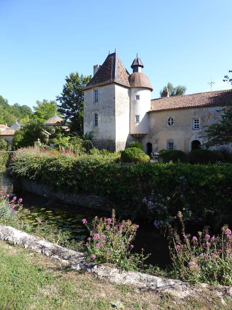 2017-08_Poitou_prieure_Laverre_Aslonnes_jardin_valeriane
