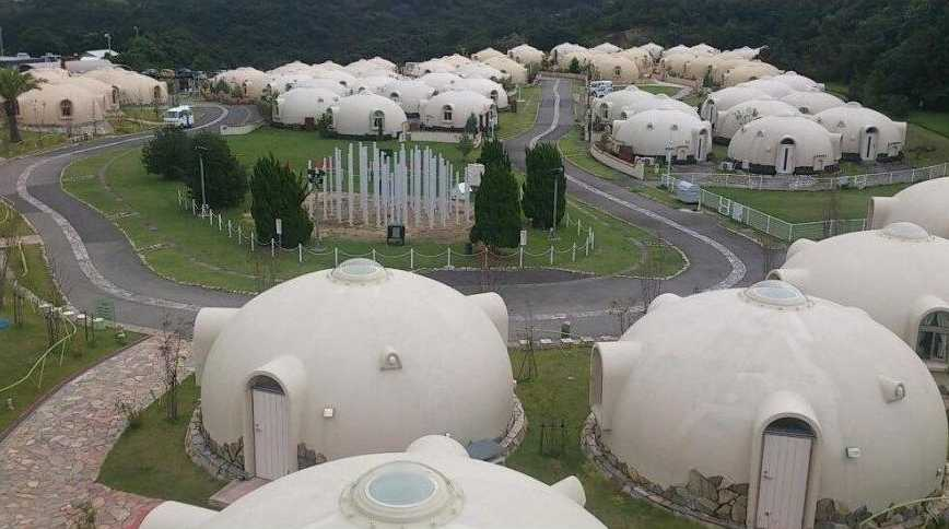 maison_ronde_Dome cottages in Toretore Village Sirahama Wakayama Japan