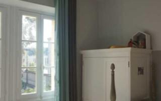 Chambre Bertille Après : rideaux de lin lavé