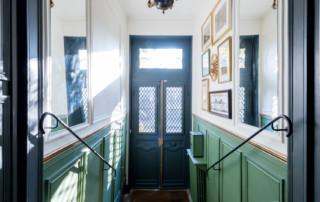 Versailles 2016 - L'entrée vue du haut de l'escalier, après rénovation