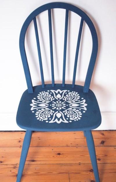 Pinterest_chaise-peinte-pochoir_Etsy